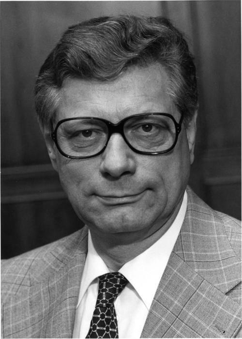 Portrait von Peter Lorenz.