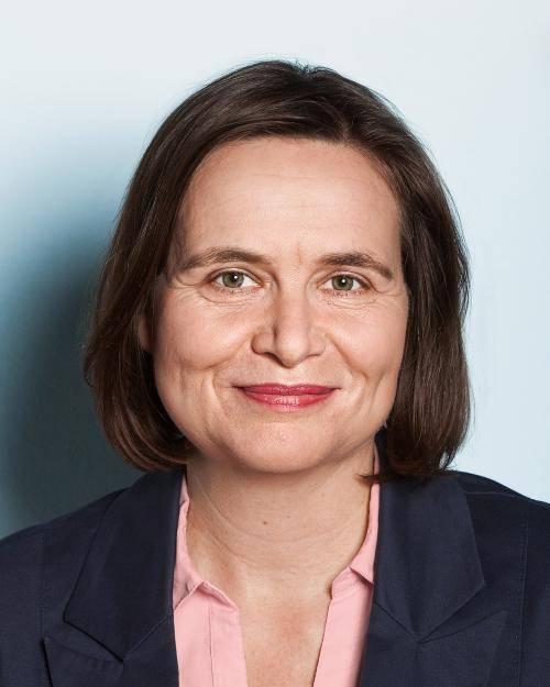 Portrait von Bettina Domer.