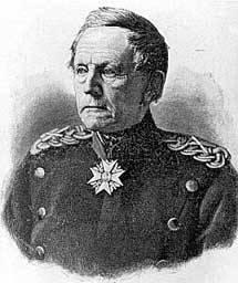Schwarz Weiß Zeichnung eines alten Mannes in alter militärischer Uniform und Abzeichen.
