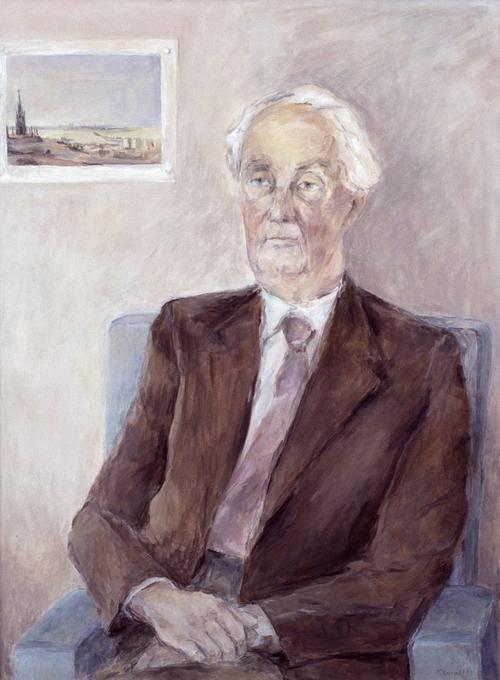 Gemälde eines alten Mannes, der auf einem blauen Sessel sitzt. Er trägt einen rötlich-braunen Anzug mit rosa Krawatte und hat weißes Haar. Hinter ihm hängt ein Bild an der Wand.
