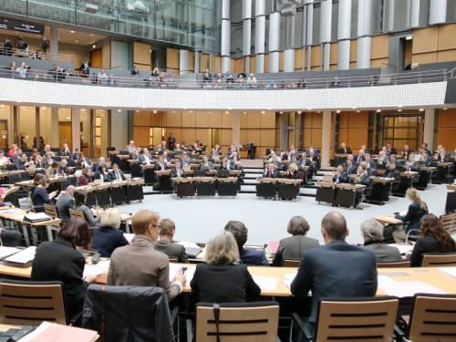 Blick in den Plenarsaal währen einer Plenarsitzung