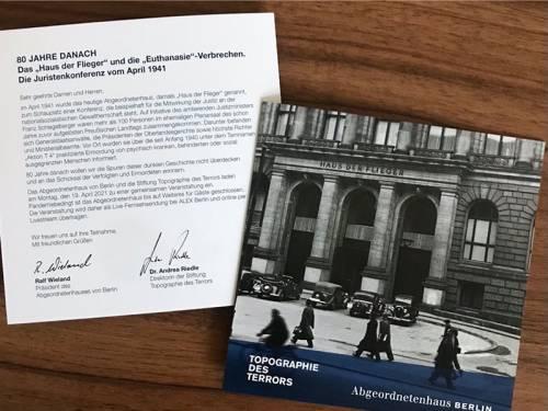 """Zwei Broschüren zur Ausstellung """"80 Jahre danach"""""""